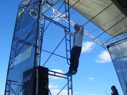 The Pubcrawlers | Brian climbing the scaffolding at Shamrock 'n Roll 2011